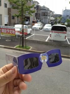 専用のメガネじゃないと目が悪くなりますよ~!