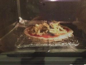 チーズがたれるのでアルミホイルを敷きました!!