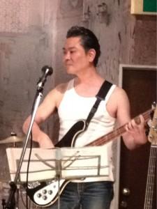 トミーさんやっぱりベース弾いてる姿はかっこいいです!!