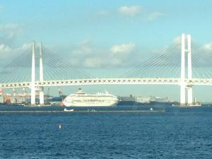 東京湾にははいれないそうな。橋の高さ的に無理なんだって。